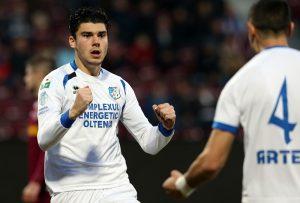 Mihai Roman se bucura dupa marcarea unui gol.