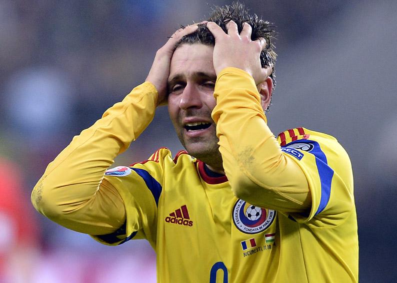 Raul Rusescu, de la selectionata Romaniei, este dezamagit in meciul cu nationala Ungariei, din grupa F a preliminariilor Campionatului European din 2016, pe Arena Nationala, in Bucuresti, sambata, 11 octombrie 2014. LAURENTIU MICH / MEDIAFAX FOTO
