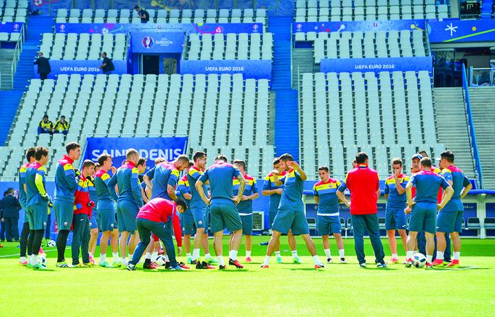 FOOTBALL : Entrainement Roumanie - UEFA Euro 2016 - Saint Denis - 09/06/2016