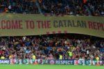 Suporterii echipei FC Barcelona au desfăşurat o banderolă de susţinere a independenţei Cataloniei
