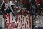 VIDEO/Incidente GRAVE la meciul Viitorului cu Dinamo - Fanii alb-roșii au invadat terenul, meciul a fost întrerupt zeci de minute